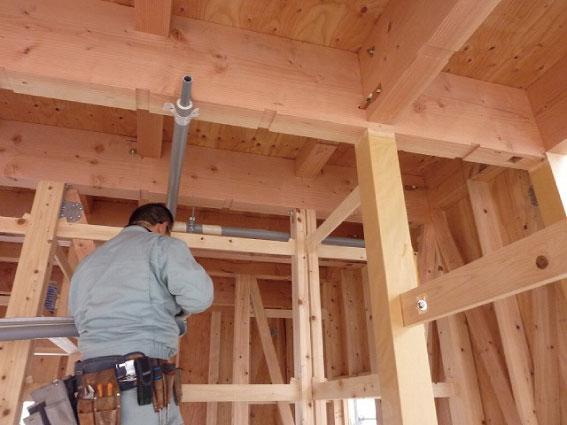 ドレン排水と冷媒配管の先行工事