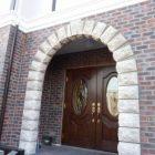 玄関の大きなアーチも素敵です。