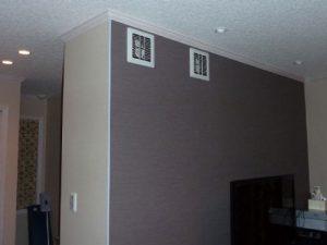 リビングには壁付の吹出し口が2個並んでいます。ダクトルートが大変苦労しました。