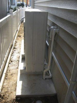 室外機の固定とドレン、冷媒の配管も良好です!