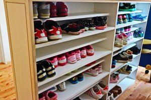 靴箱にならぶかわいい靴