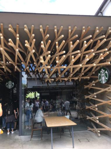 建築家 隈研吾氏の手掛けたスターバックスコーヒー大宰府天満宮の外観